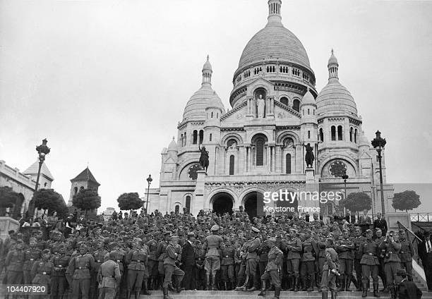 This crowd of German soldiers is rushing to the steps leading to the SacreCoeur basilica