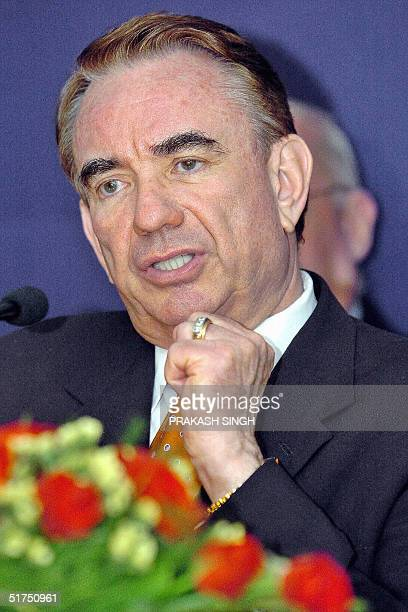 This file photo released 16 November 2004 shows US Health Secretary Tommy Thompson as he addresses a press conference in New Delhi 08 April 2004...