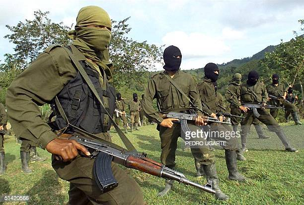 This file photo shows that members of the guerrilla of ELN are trained in San Francisco Antioquia 12 October 1998 Miembros de la guerrilla del...