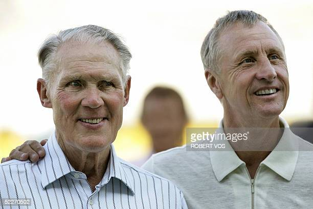 This file picture taken 04 September 2002 shows former Ajax and Netherlands coach Rinus Michels posing with Dutch former player Johan Cruijff. It was...