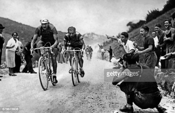 This file picture taken on August 24 1938 shows Italy's riders Gino Bartali and Olimpio Bizzi competing in the Giro d'Italia cycling race / AFP PHOTO...