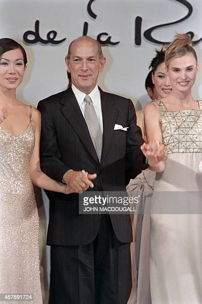 This file picture taken on December 14 1995 in Jakarta shows designer Oscar de la Renta posing with his models following a fashion show in the...
