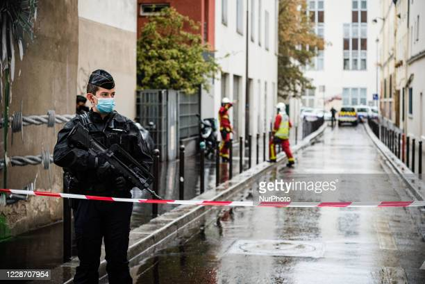 This Friday, September 25 shortly before noon, a man armed with a knife or a machete attacked people in the rue Nicolas Appart in the 11th...