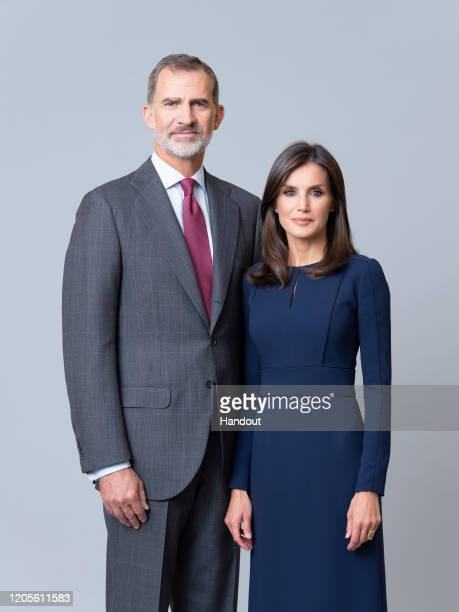 This handout image provided by the Spanish Royal Household shows Official photograph of Spanish Royals.