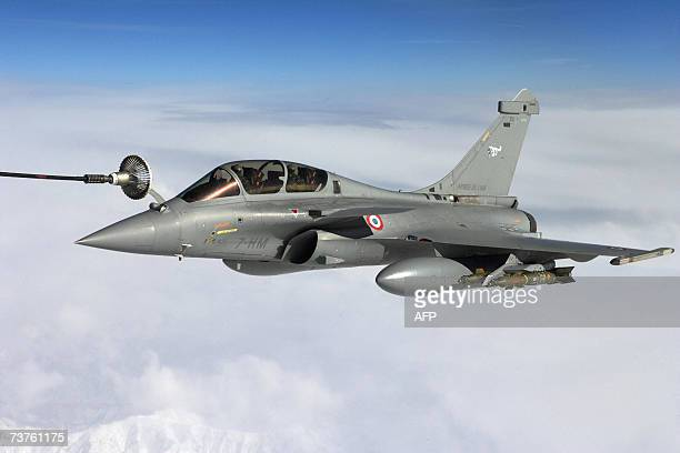 This handout picture given 01 April 2007 by French army press office SIRPA shows a French army Rafale fighter jet during the first mission over...