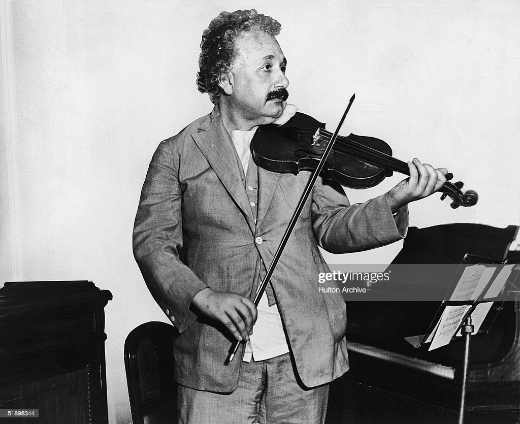 Einsten Plays Violin : News Photo
