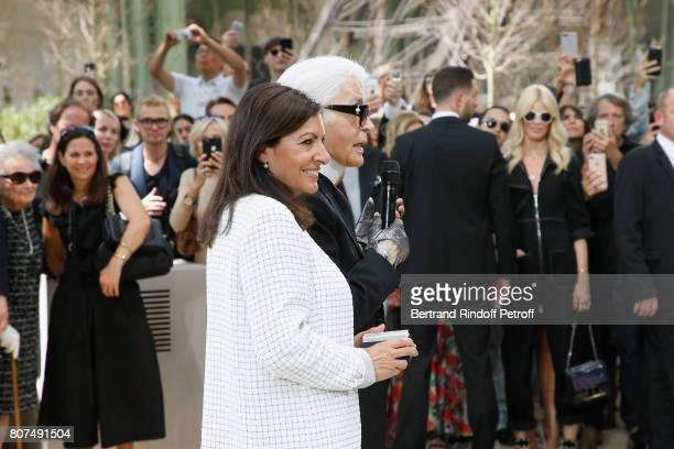 This image has been retouched Paris Mayor Anne Hidalgo gives to Karl Lagerfeld the 'Medaille Vermeille de la Ville de Paris' after the Chanel Haute...