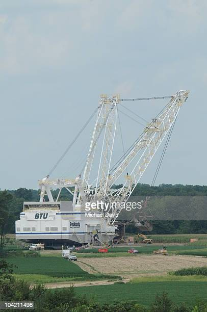 This is a FULL view of Old Glory as the dragline gets ready to make the first turn in this SCurve it has to make Here are Old Glory's stats Bucket...