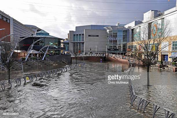 CONTENT] This is a modern shopping centre in Reading with fine riverside terraces The River Kennet here forms a section of the Kennet amp Avon Canal...