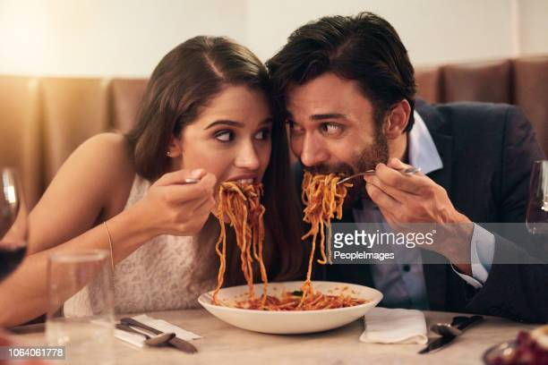 this is a race to the finish - man eating woman out foto e immagini stock