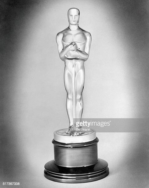 """This is how the """"Oscar"""" looked in his official portrait, his first since attaining his majority on the eve of the Academy of Motion Picture Arts and..."""