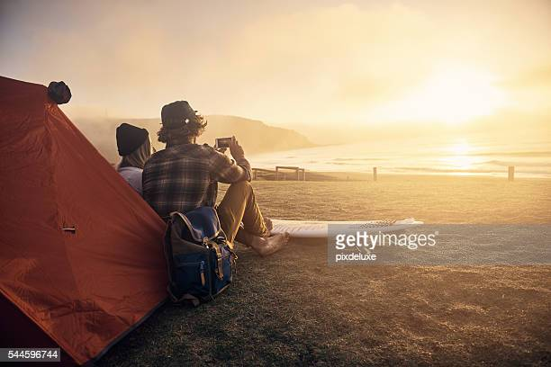 this is my kinda date! - buitensport stockfoto's en -beelden