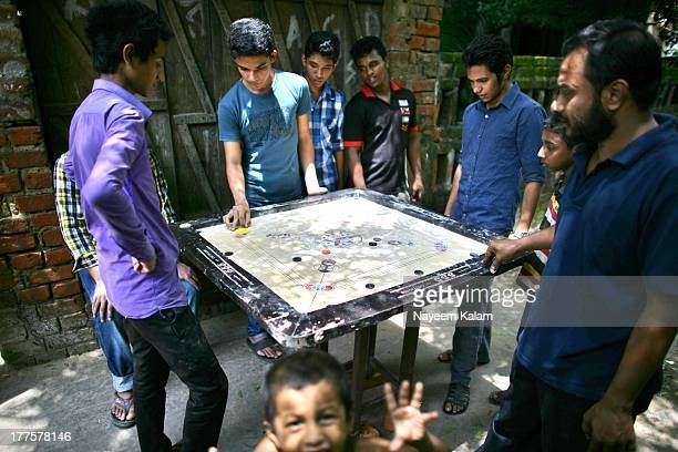 CONTENT] This is right outside our gate a few neighbours indulging themselves in a game of carrom Its a good way to kill time during the holy month...