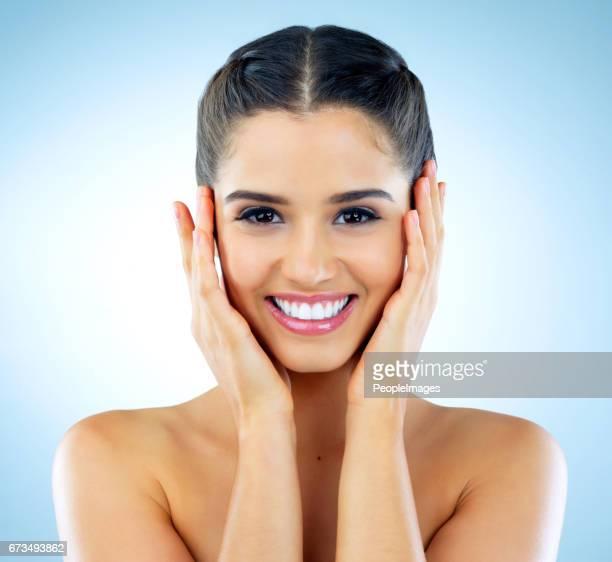 este es el más suave que mi piel siempre ha sido - granos en la cara fotografías e imágenes de stock