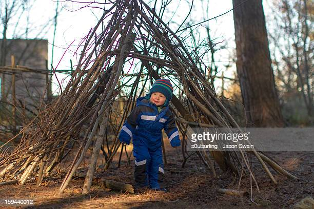 this little piggy found a house made of sticks! - s0ulsurfing stock pictures, royalty-free photos & images