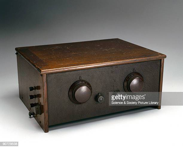 This Model 235 Cossor Melody Maker was a popular mainspowered TRF radio receiver manufactured between 1928 and 1931 The majority of the sets were...