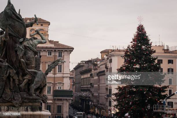 This morning the operations of setting up the Christmas tree in the heart of the capital in Piazza Venezia were completed The fir tree from Cittiglio...
