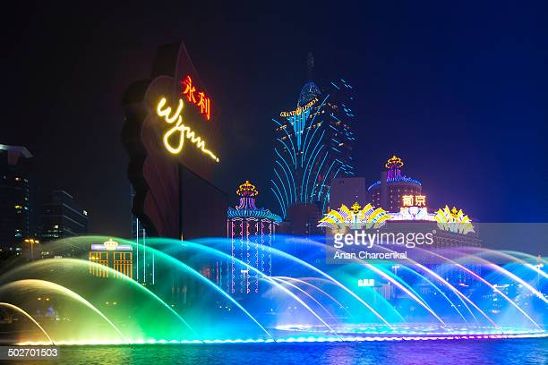 CONTENT] This photo is Fountain show of Wynn casino and hotel There are many times in a day