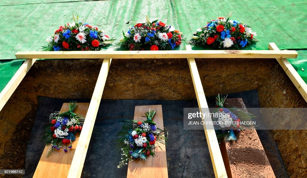 This photo shows the coffins of three French soldiers who died during World War I during their burial in the Douaumont ossuary military cemetery in Douaumont, eastern France, on February 21, 2018. The remains were found in May 2015 during construction work at Douaumont memorial, which contains the remains of soldiers who died during the 10-month scorched-earth battle between French and German forces. The body of Sergeant Claude Fournier was identified by DNA samples from his relatives. /