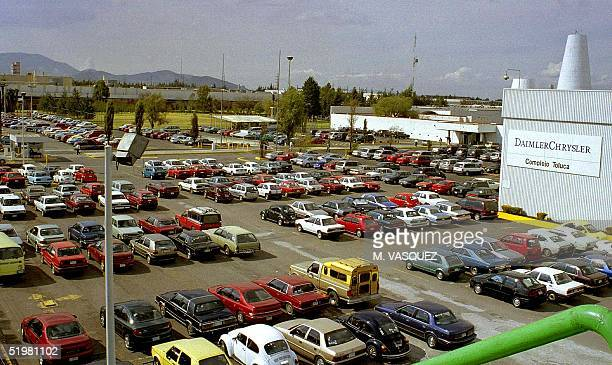This photo shows the parking lot of the DaimlerChrysler plant in Toluca 60 km from the capital Mexico 29 January 2001 Vista de la playa de...