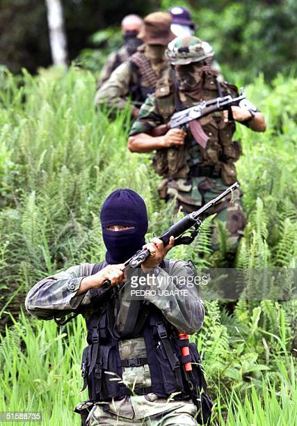 This photo taken 22 October 2000 shows paramilitary soldiers of the United Selfdefense of Colombia training in El Placer Putumayo Colombia Foto...