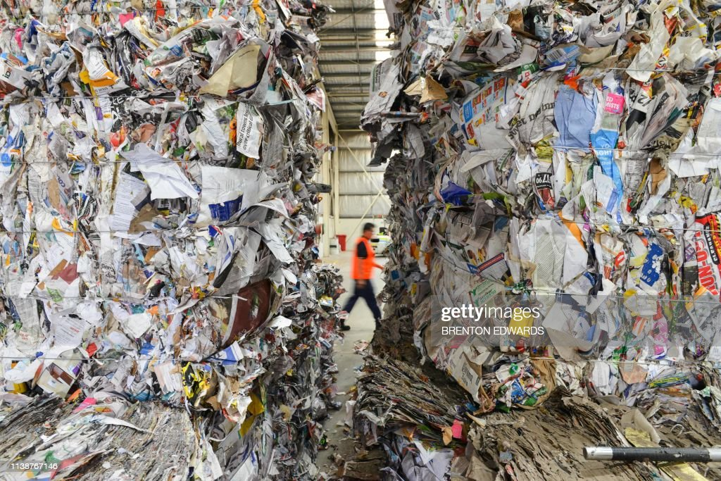 TOPSHOT-Australia-Environment-waste-Malaysia-China : News Photo