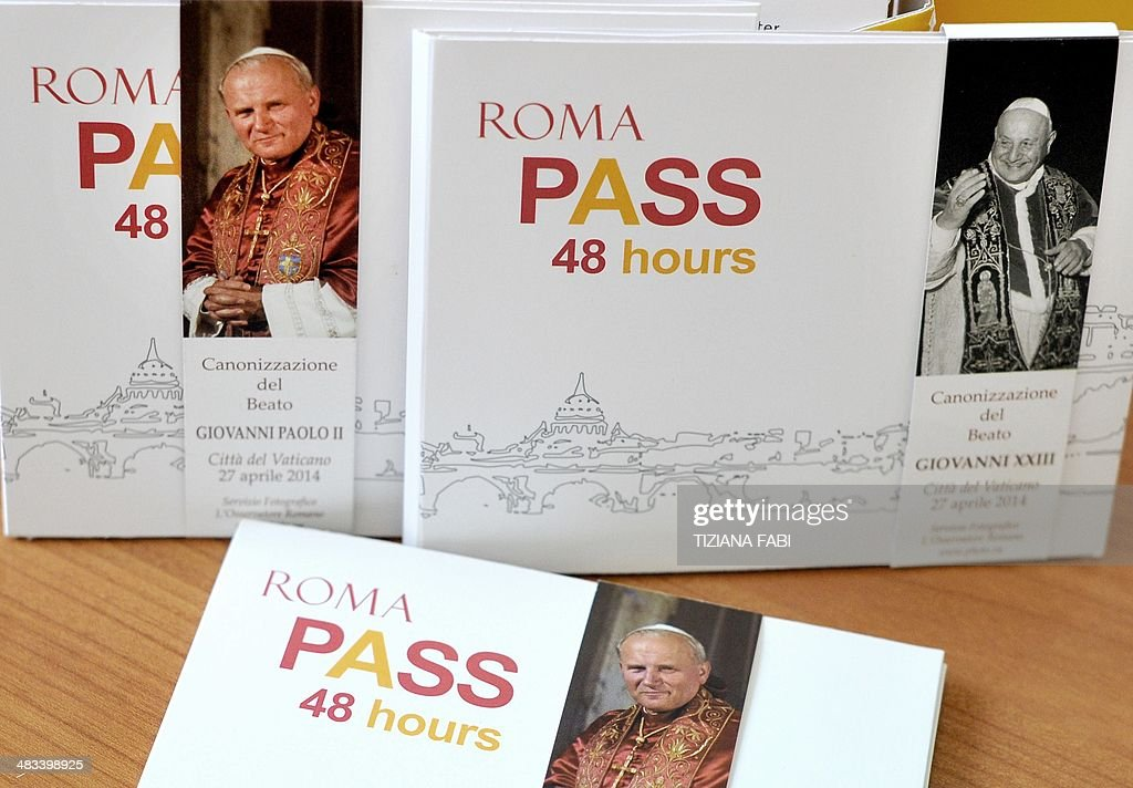 ITALY-VATICAN-POPE-CANONISATION-PASS : News Photo