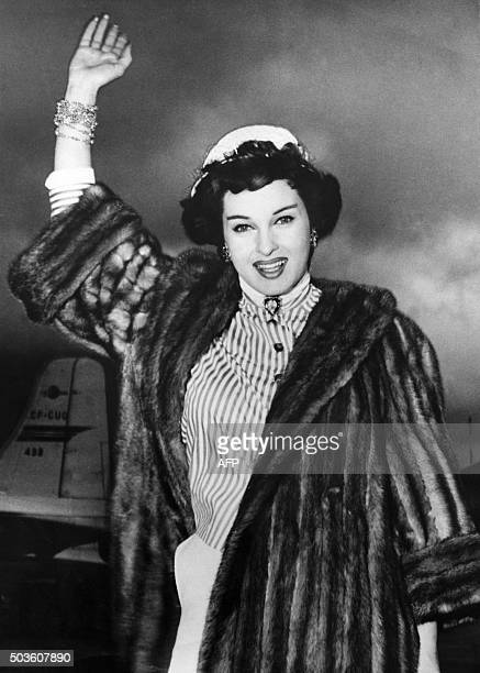 This photo taken on April 9 1955 Shows Italian actress Silvana Pampanini waving upon her arrival at Kai Tak airport in Honk Kong after landing from...