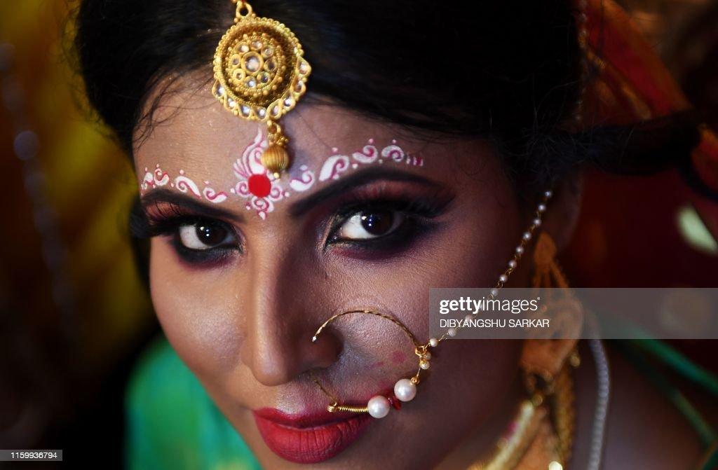 TOPSHOT-INDIA-SOCIETY-TRANSGENDER-MARRIAGE : News Photo