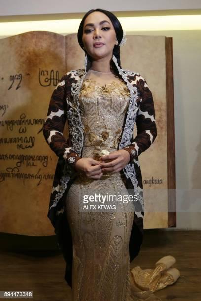 This photo taken on December 17 2017 shows Indonesian singer Dewi Gita at a performance in Jakarta / AFP PHOTO / ALEX KEWAS