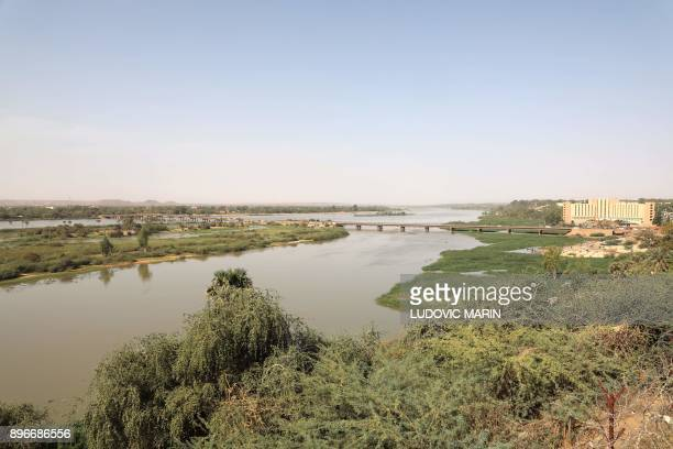 This photo taken on December 21 2017 in Niamey shows the Niger River / AFP PHOTO / LUDOVIC MARIN