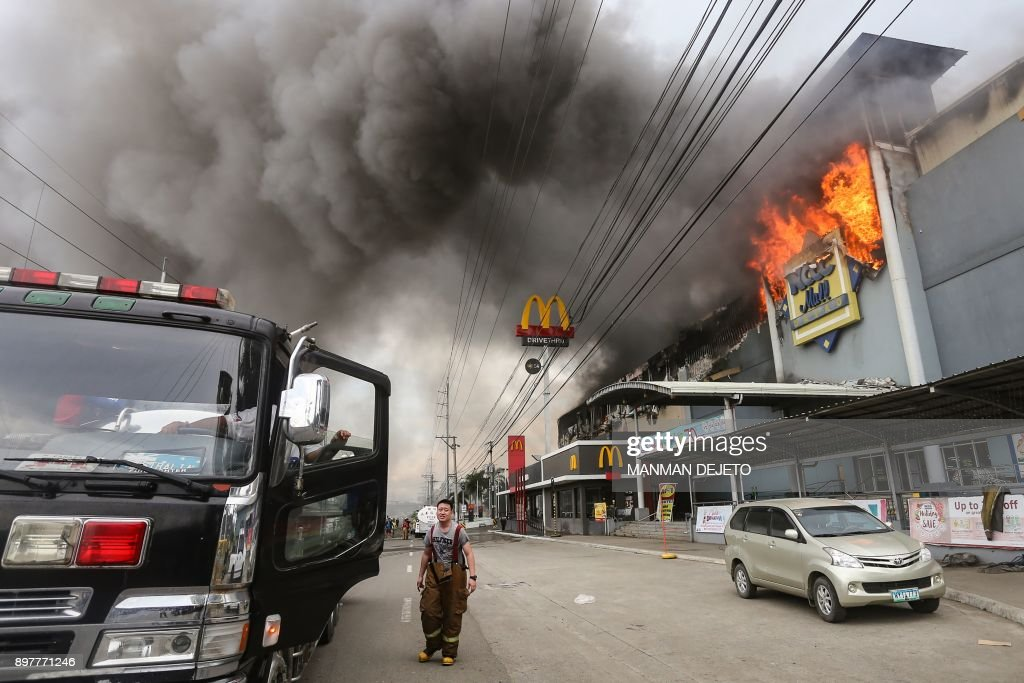 TOPSHOT-PHILIPPINES-FIRE : News Photo