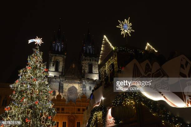 This photo taken on December 5 2016 shows an illuminated Christmas tree and Christmas market at the old town square in Prague / AFP PHOTO / Michal...