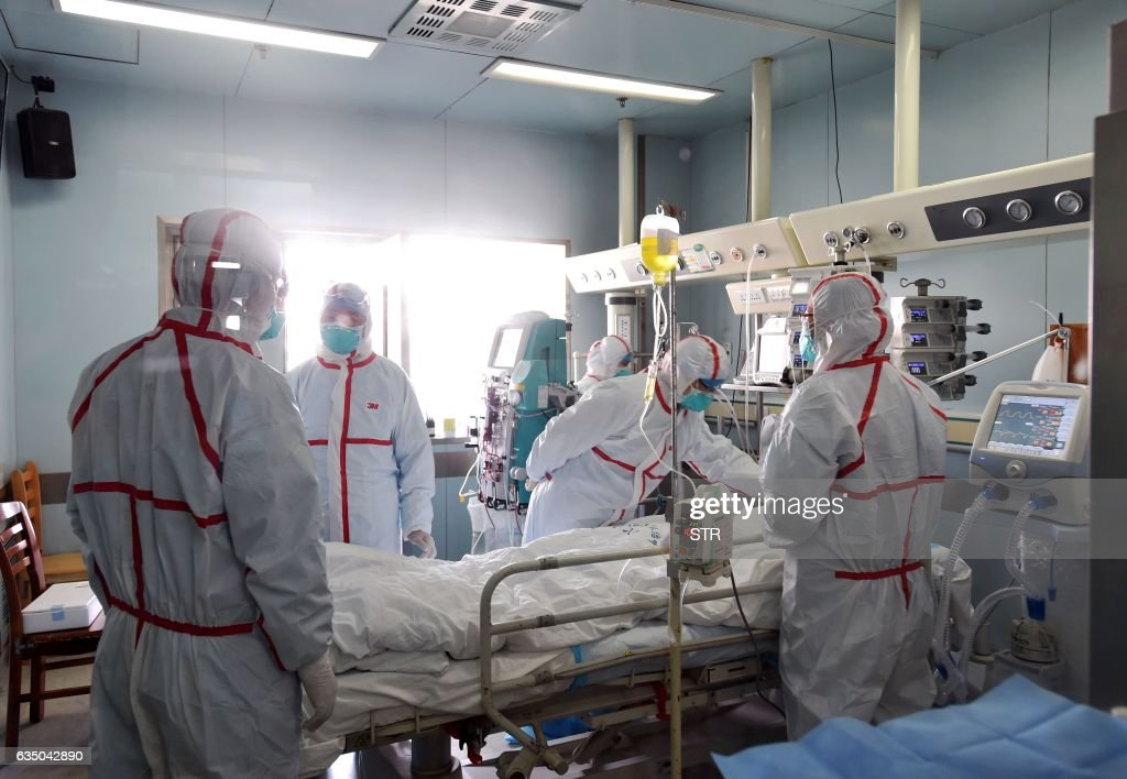 This photo taken on February 12, 2017 shows an H7N9 bird flu patient being treated in a hospital in Wuhan, central China's Hubei province. A number of provinces in China have stepped up efforts to prevent H7N9 avian flu following reports of scattered human cases of the virus, state media reported. / AFP / STR / China OUT