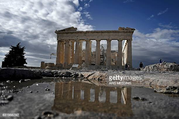 This photo taken on January 18 2017 shows the ancient temple of the Parthenon atop the Acropolis hill in Athens / AFP / ARIS MESSINIS