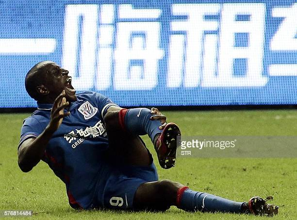 This photo taken on July 17 2016 shows Demba Ba of Shanghai Shenhua reacting moments after breaking his leg during the 17th round football match of...