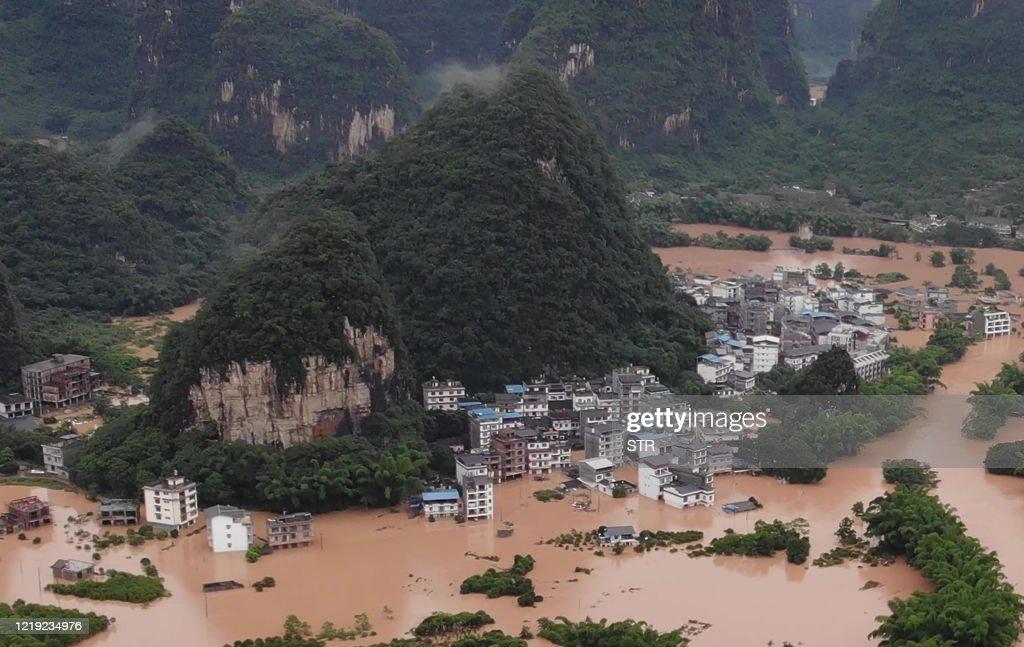 TOPSHOT-CHINA-FLOOD : Foto di attualità