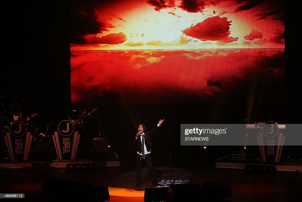 This photo taken on March 25, 2014 shows South Korean singer Lee Sun-Hee performing at the Serendipity concert to celebrate her 30 year singing career in Seoul. STARNEWS