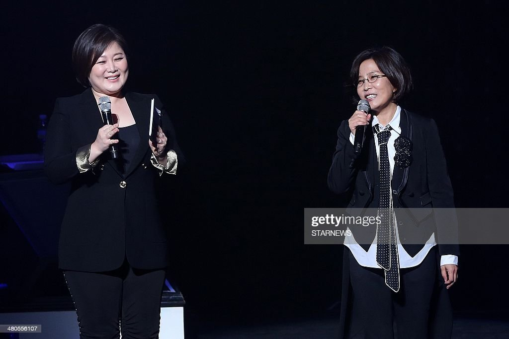 This photo taken on March 25, 2014 shows South Korean television broadcaster Lee Keum Hee (L) and South Korean singer (R) Lee Sun-Hee performing at the Serendipity concert to celebrate her 30 year singing career in Seoul. STARNEWS
