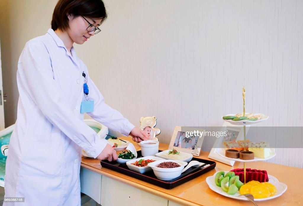 CHINA-LIFESTYLE-BIRTH-WOMEN-GENDER-CHILDREN-HEALTH : News Photo