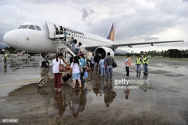 This photo taken on November 13, 2008 shows passengers getting on a Philippine Airlines domestic flight service in Dumaguete, located in central...