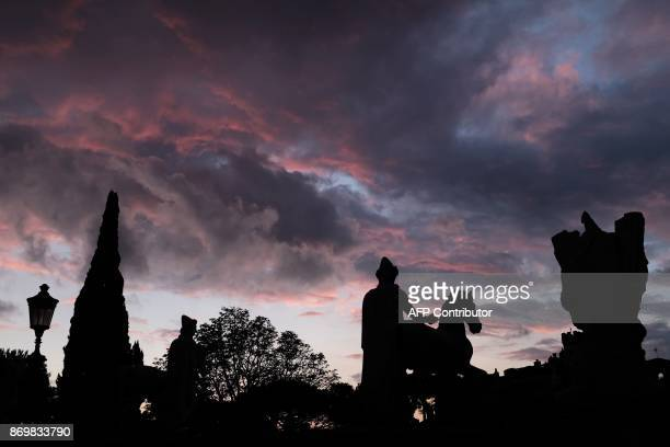 This photo taken on November 3 2017 from the Capitoline Hill shows clouds over the city of Rome during a sunset / AFP PHOTO / Alberto PIZZOLI
