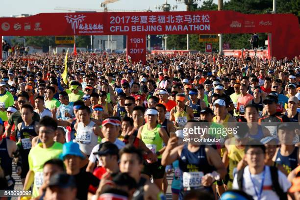 This photo taken on September 17 2017 shows runners taking part in the 2017 Beijing Marathon in Beijing / AFP PHOTO / STR / China OUT
