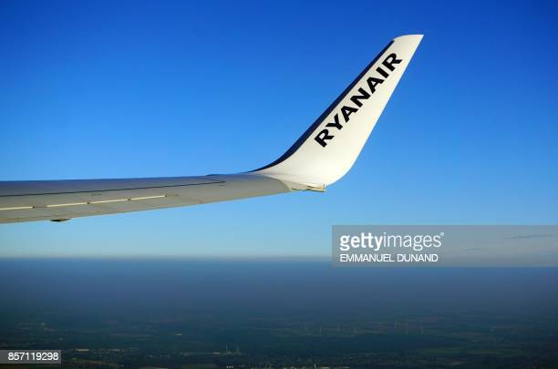This photo taken on September 26 shows the winglet of an inflight Boeing 737800 of Ryanair / AFP PHOTO / EMMANUEL DUNAND