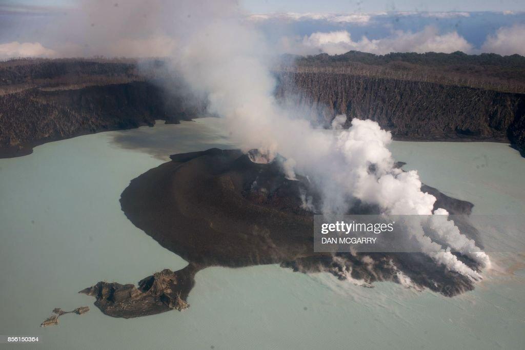 TOPSHOT-VANUATU-AUSTRALIA-VOLCANO : News Photo