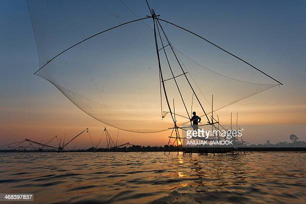 CONTENT] This photo was shot at Huay Luang Dam located in Udonthani Thailand The local people who are the fishermen do their job every evening They...