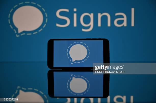 This photograph taken on 11 January, 2021 in Toulouse, southwestern France, shows the logo of Signal mobile messaging service. - Secure messaging app...