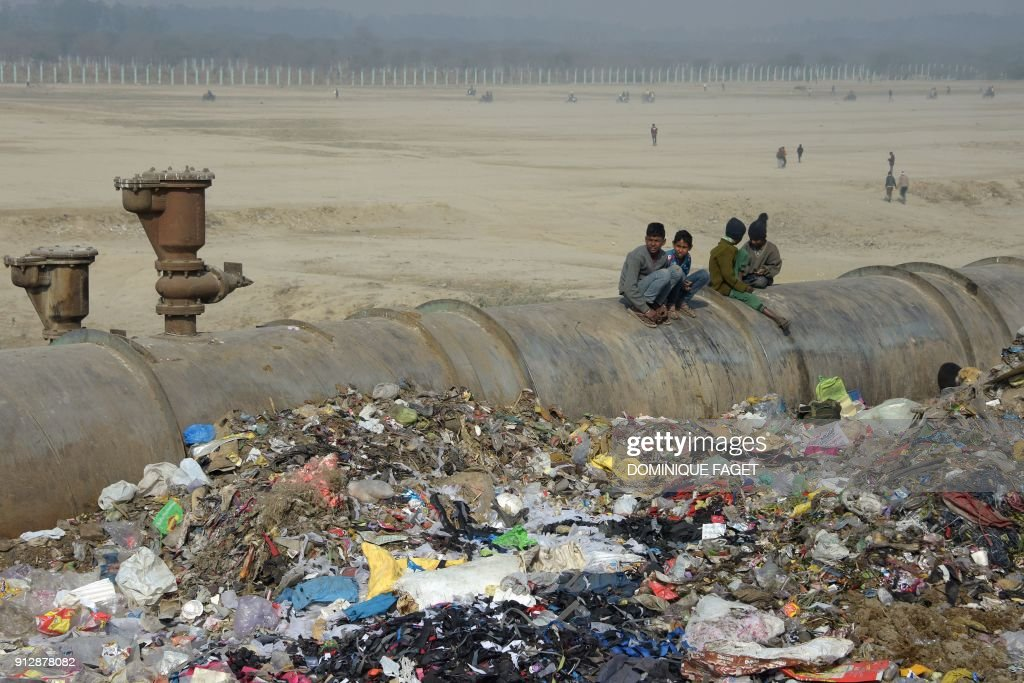 INDIA-POLLUTION-WATER-SUEZ : News Photo