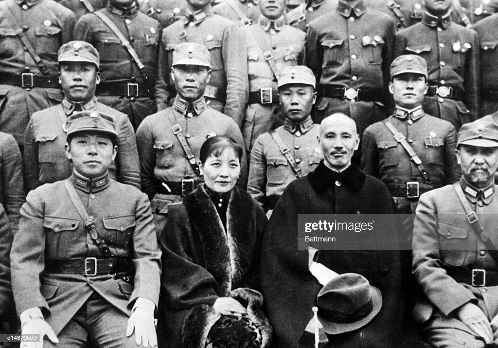 Chiang Kai-Shek With Chang Liang : News Photo