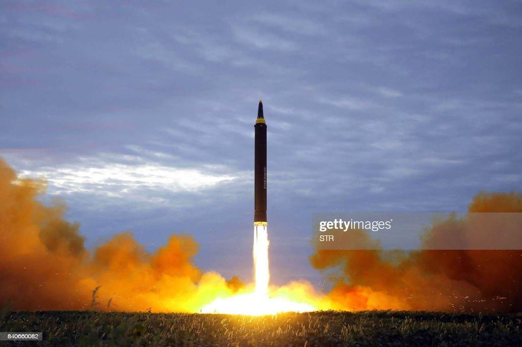 TOPSHOT-NKOREA-SKOREA-JAPAN-MISSILE-DIPLOMACY : News Photo